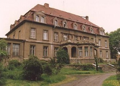 Former Manor of Drehsa   KZ